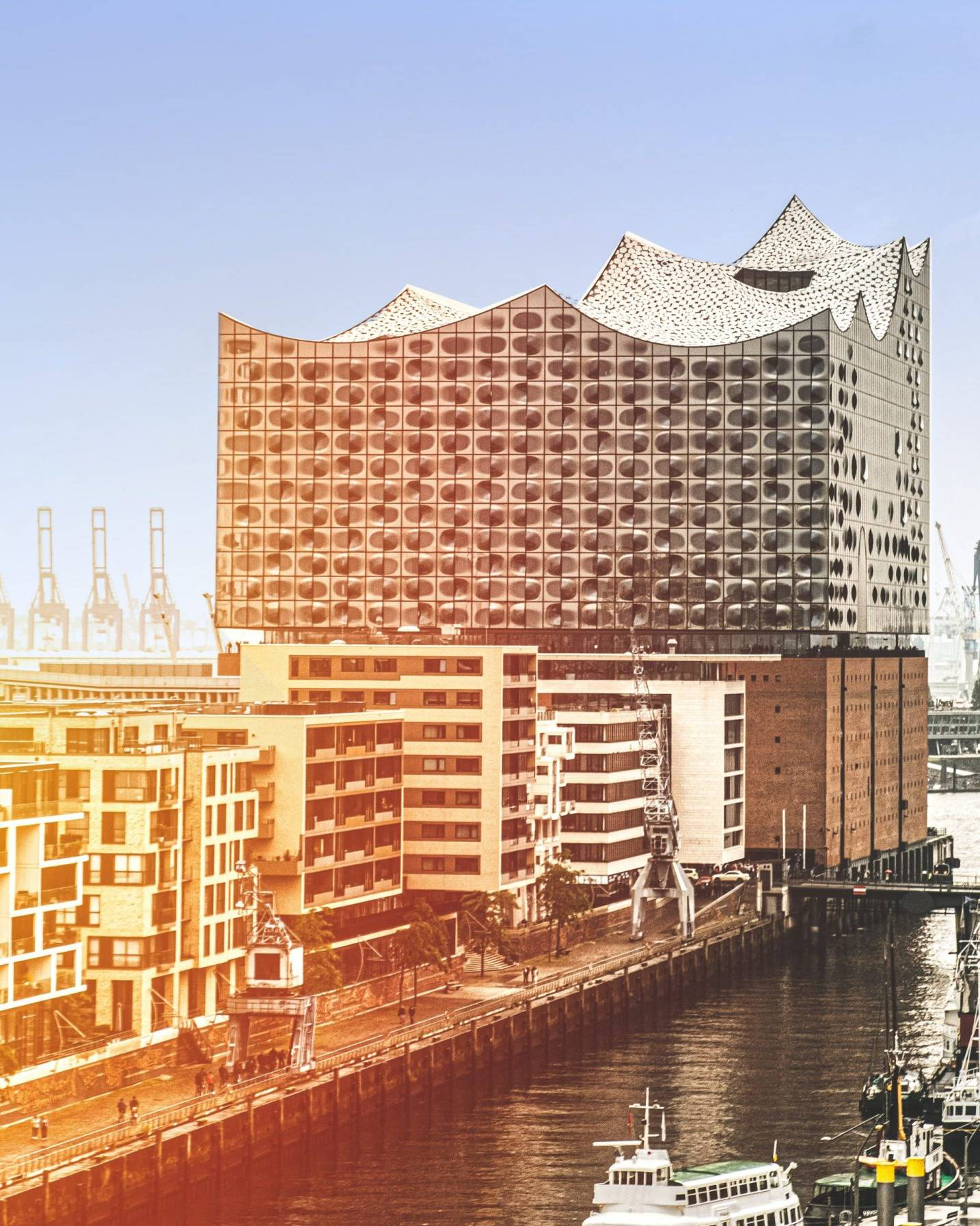 Hamburg Elbphilharmonie Hotel Stadtpark Buxtehude Sonne scaled uai