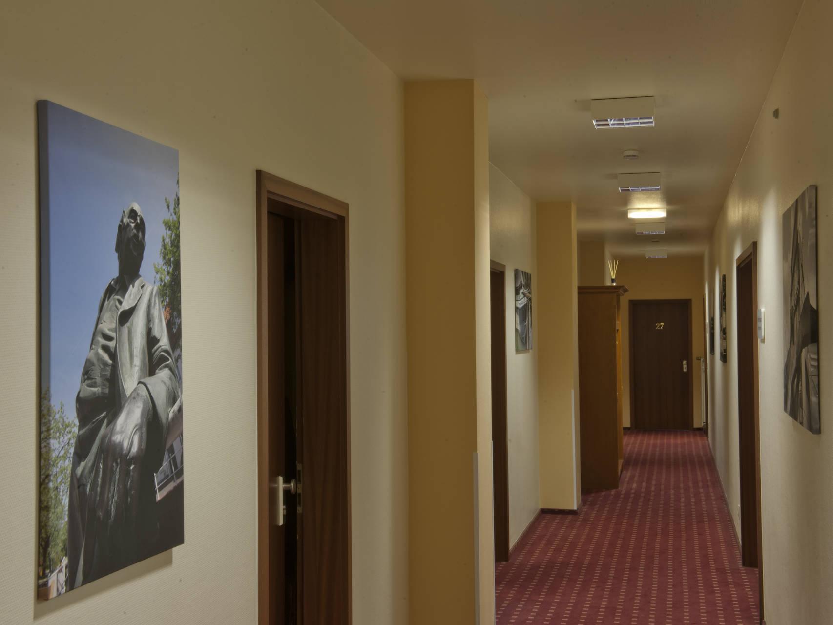 Flure Hotel am Stadtpark Buxtehude 10 uai