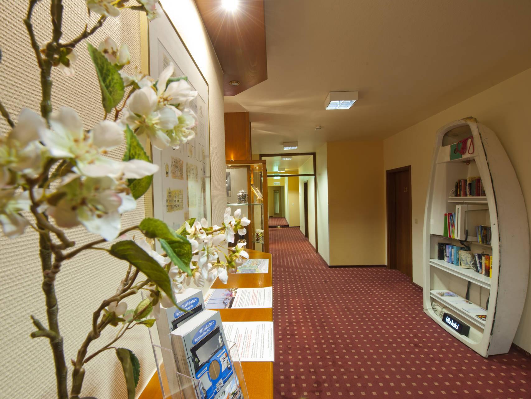 Flure Hotel am Stadtpark Buxtehude 4 uai
