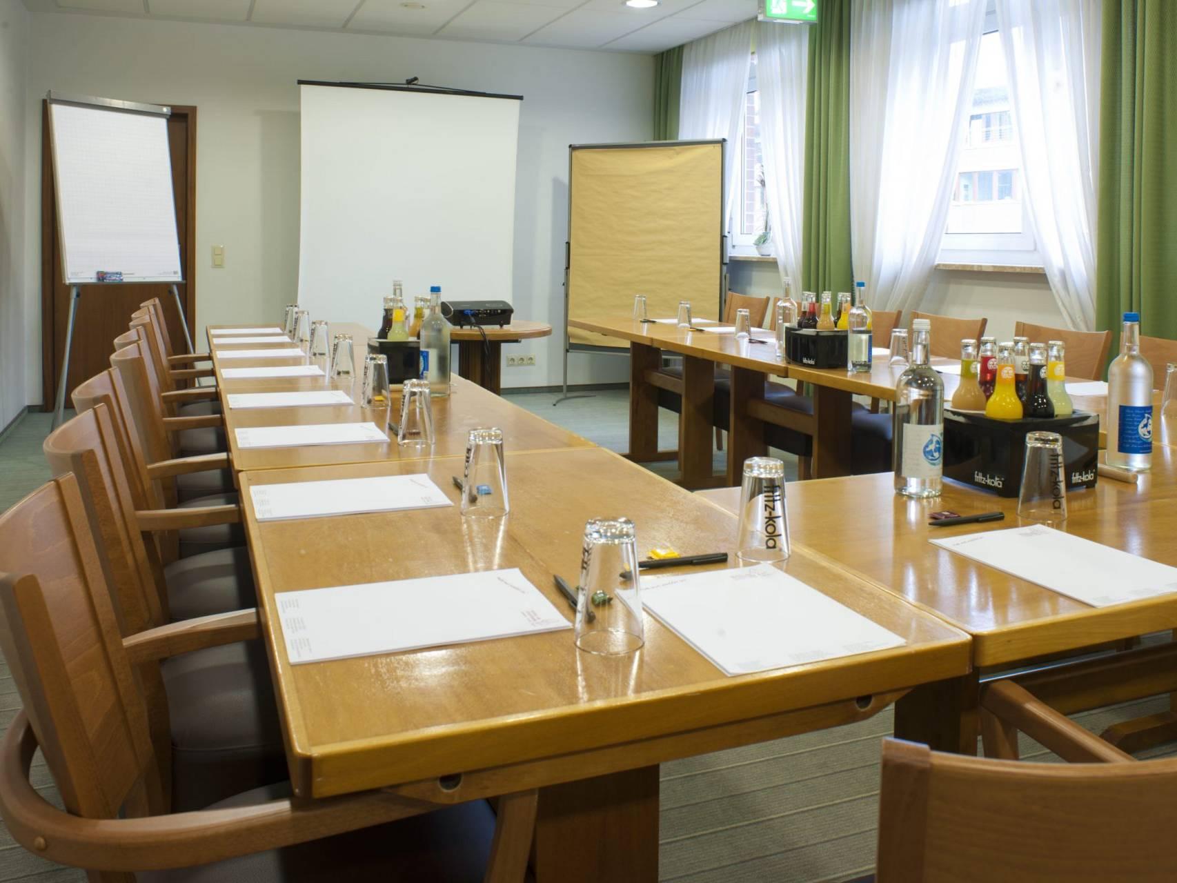 Konferenzraum Hotel am Stadtpark Buxtehude 2 scaled uai